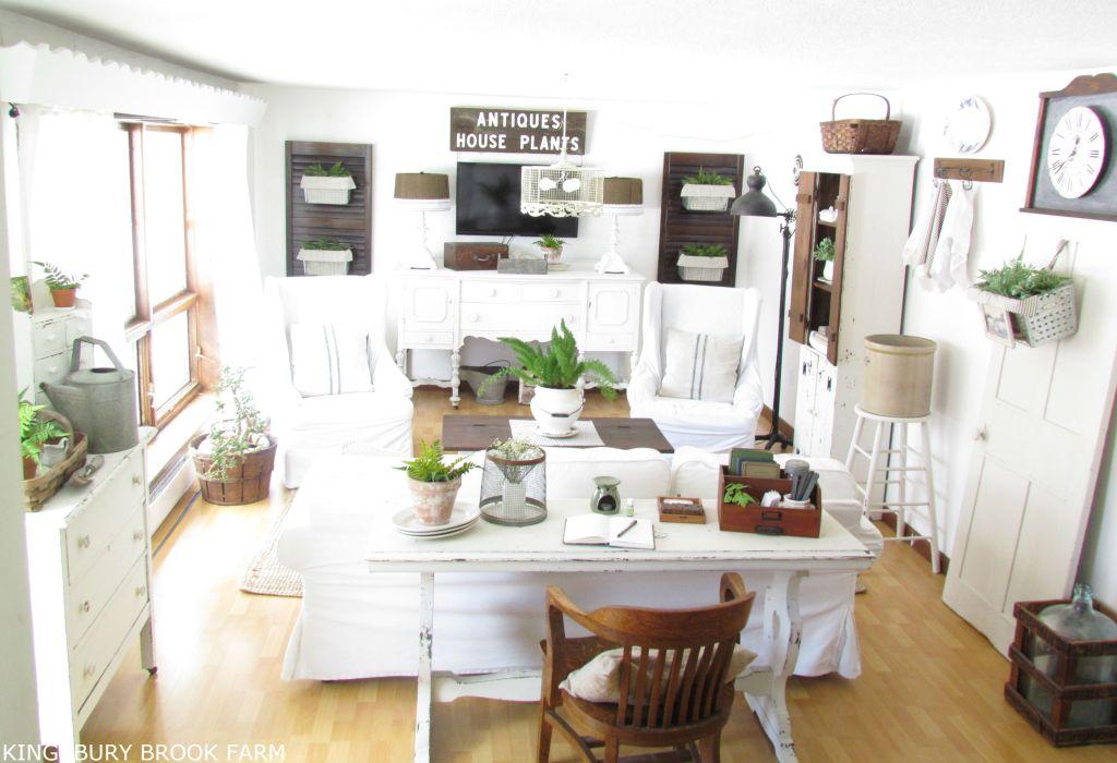 Eight Farmhouse Decorating Ideas