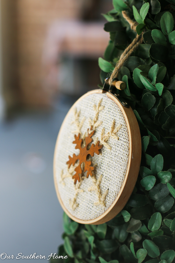 Easy DIY Snowflake Ornament using mini-embroidery hoops!