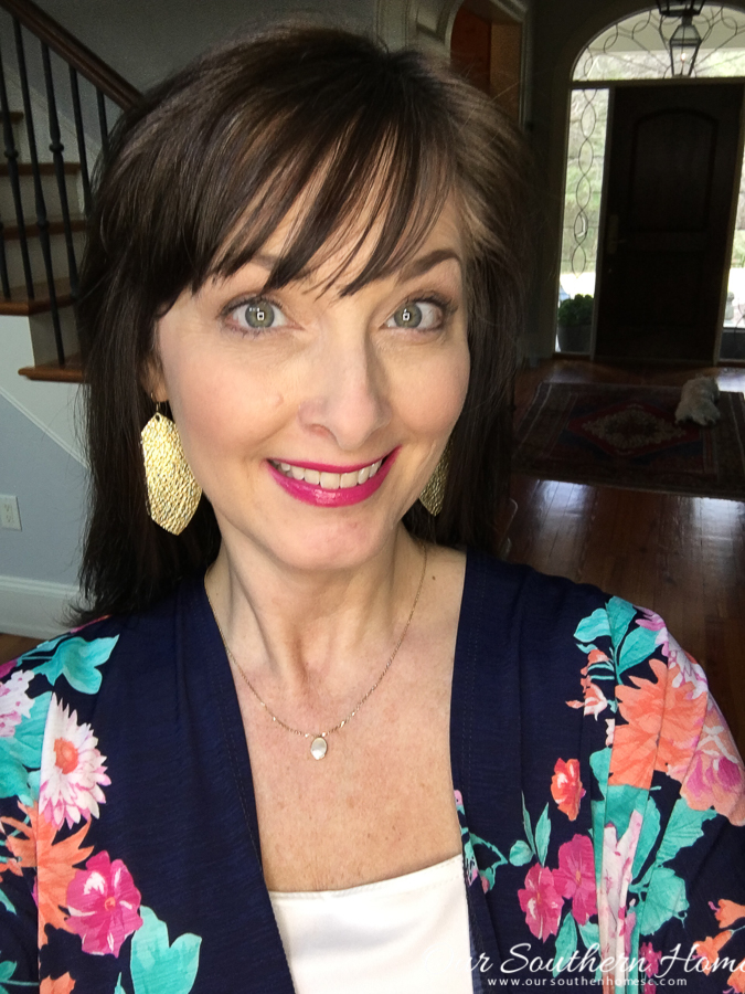 Floral kimonos are the perfect addition to your wardrobe for spring and summer! Great selection of ones here! The perfect pjnk lipstick is Girls Night Pout by LimeLife by Alcone #kimono #fashion #over40fashion #limelifebyalcone #girlsnightpout