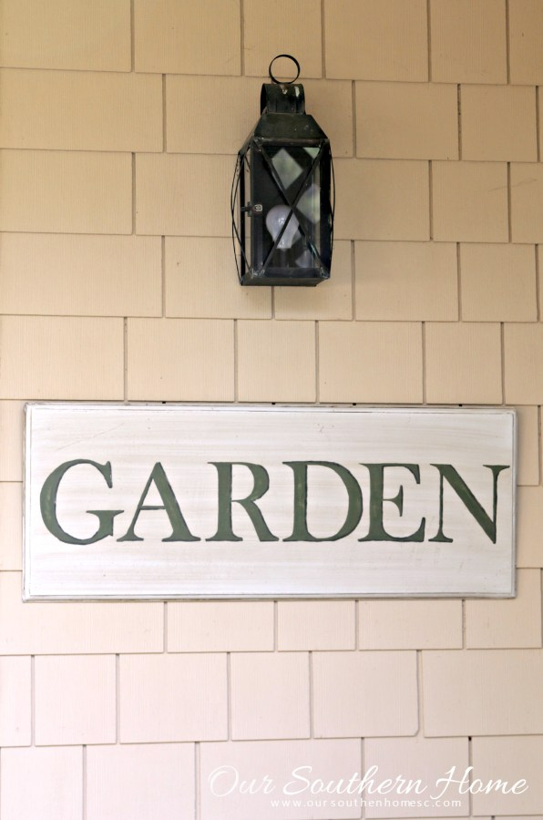 hand painted garden sign by our southern home 7