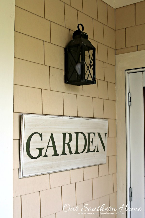 hand painted garden sign by our southern home 8