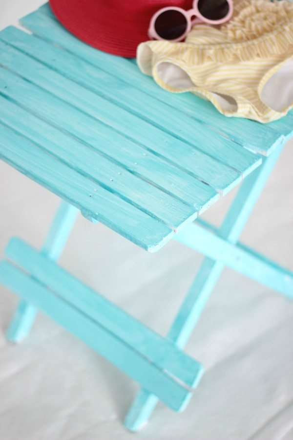 how-to-create-a-beachy-colored-look-with-paint-3