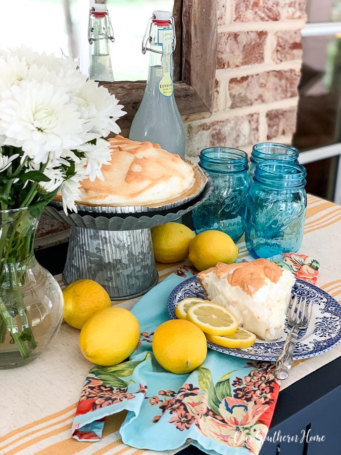 """pie """"width ="""" 675 """"height ="""" 900 """"data-pin-description ="""" Fabelhaft einfacher Zitronenbaiser-Kuchen, der sich perfekt für den Sommer oder zu jeder Zeit eignet! Minimale Zutaten werden schnell im Kühlschrank aufbewahrt und können über Nacht gekühlt werden. Firma liebt es. #lemonmeringuepie #pie #desserts #dessertrecipe #pierecipe #sweets #summerdessert """"srcset ="""" https://i0.wp.com/www.oursouthernhomesc.com/wp-content/uploads/lemon-meringue-pie-2019-2940. jpg? w = 675 & ssl = 1 675w, https://i0.wp.com/www.oursouthernhomesc.com/wp-content/uploads/lemon-meringue-pie-2019-2940.jpg?resize=225%2C300&ssl=1 225w, https://i0.wp.com/www.oursouthernhomesc.com/wp-content/uploads/lemon-meringue-pie-2019-2940.jpg?resize=641%2C855&ssl=1 641w """"sizes ="""" (max -Breite: 675px) 100vw, 675px """"data-jpibfi-post-excerpt ="""" """"data-jpibfi-post-url ="""" https://www.oursouthernhomesc.com/lemon-meringue-pie-the-easy-way/ """"data-jpibfi-post-title ="""" Zitronenbaisertorte {Easy Peasy} """"data-jpibfi-src ="""" https://i0.wp.com/www.oursouthernhomesc.com/wp-content/uploads/lemon-meringue -pie-2019-2940.jpg? resize = 675% 2C900 & ssl = 1 """"data-recalc-dims ="""" 1 """"/></p> <p><img data-pin-description="""
