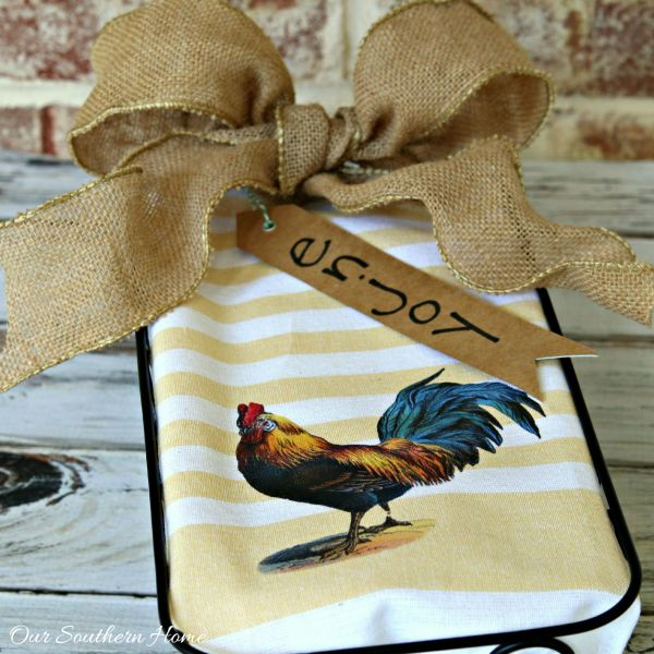 No sew simple rooster kitchen towel using an iron on transfer method. Awesome tutorial via Our Southern Home