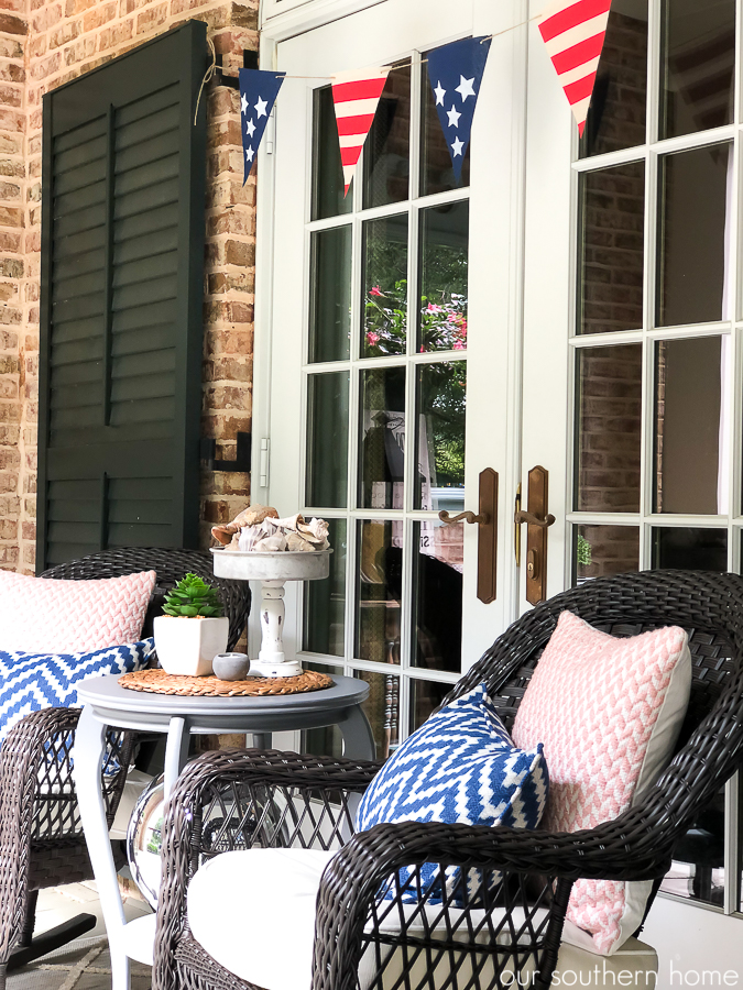 Southern Patriotic Porch with simple ideas to show your pride! #porch #patrioticporch #southernporch #patrioticdecor #patrioticideas #4thofjuly #laborday #memorialday