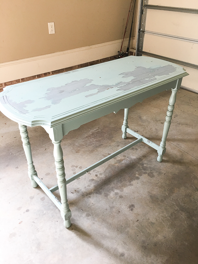 Thrift store console table is perfect on the porch with its new makeover! #paintedfurniture