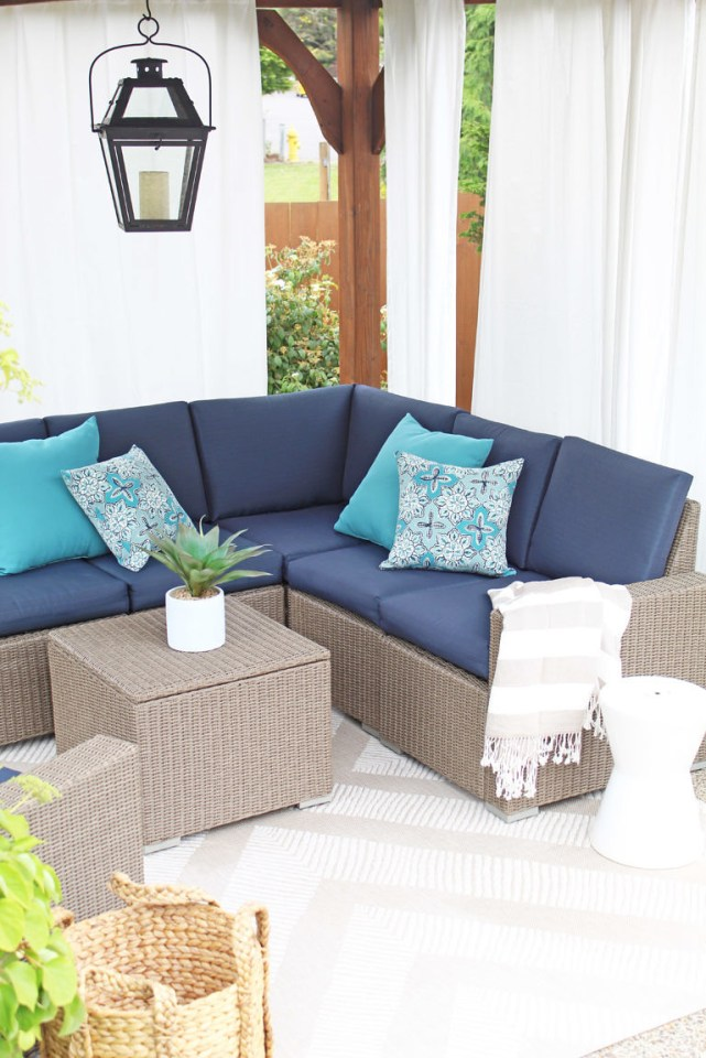 Outdoor living spaces are the features from this week's Inspiration Monday link party! #outdoorliving #patio #porch