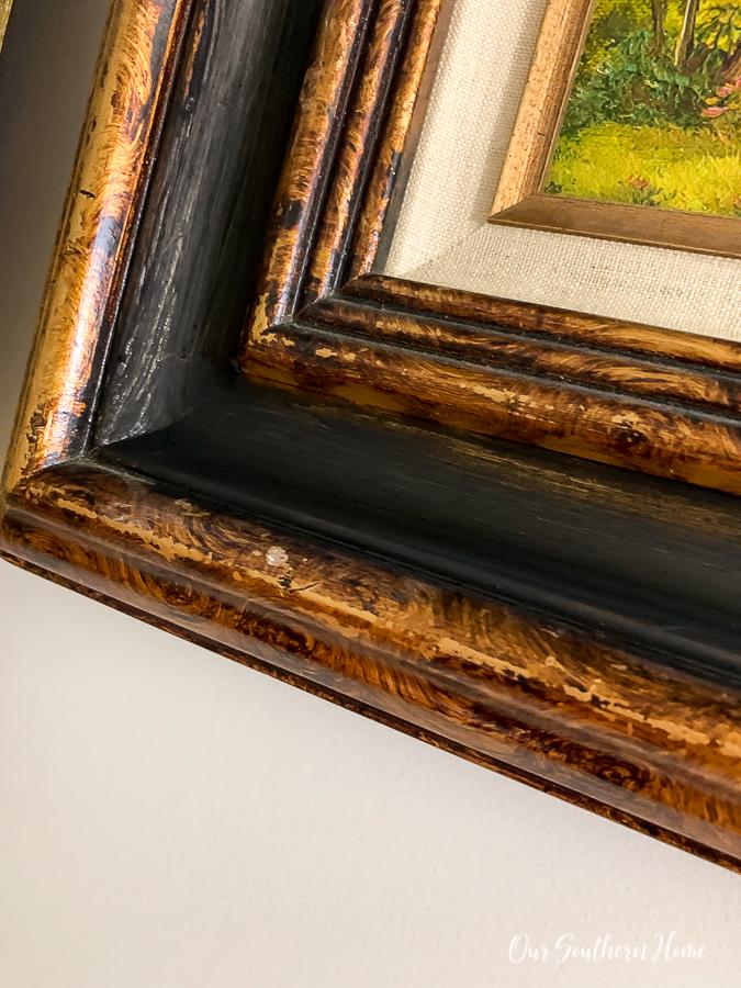 """frame """"width ="""" 675 """"height ="""" 900 """"data-pin-description ="""" Galeriewand mit einer Mischung aus neuen und Vintage-Landschaften! Vereinheitlichen Sie Bilderrahmen mit Farben wie Kreidefarbe und Rub 'n Buff. #gallerywall #thriftstoremakeover #rubnbuff #makeover #diy #frenchcountry #frenchfarmhouse #interiordecorating #decorating #interiordesign #staircase #staircasegallerywall """"srcset ="""" https://i0.wp.com/www.oursouthernhomesc/wp-content/wp thrift-store-frame-makeover-0528.jpg? w = 675 & ssl = 1 675w, https://i0.wp.com/www.oursouthernhomesc.com/wp-content/uploads/thrift-store-frame-makeover-0528 .jpg? resize = 225% 2C300 & ssl = 1 225w, https://i0.wp.com/www.oursouthernhomesc.com/wp-content/uploads/thrift-store-frame-makeover-0528.jpg?resize=641% 2C855 & ssl = 1 641w """"sizes ="""" (maximale Breite: 675px) 100vw, 675px """"data-jpibfi-post-url ="""" """"data-jpibfi-post-url ="""" https://www.oursouthernhomesc.com/picture- frame-makeover / """"data-jpibfi-post-title ="""" Picture Frame Makeover """"data-jpibfi-src ="""" https://i0.wp.com/www.oursouthernhomesc.com/wp-content/uploads/thrift-store -frame-makeover-0528.jpg? resize = 675% 2C900 & ssl = 1 """"data-recalc-dims ="""" 1 """"/></p> <p>Beachten Sie das Gold, das in Bereichen durchkommt.</p> <p><img class="""