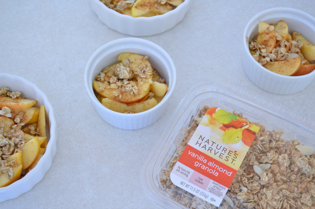 healthy baked apple crisp, perfect way to stay on your diet this Holiday season