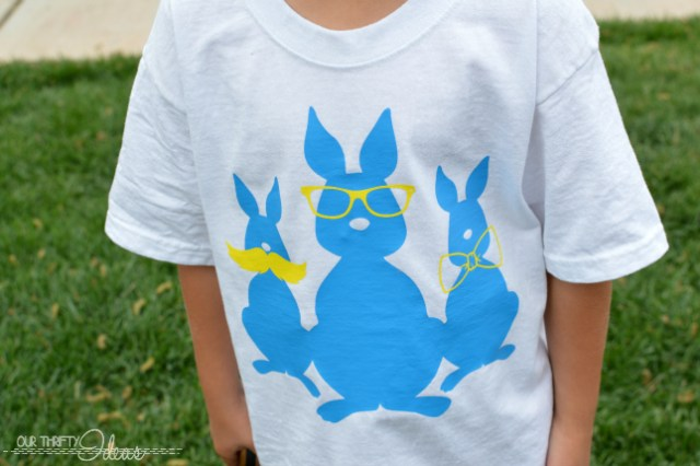 cute Easter shirts you can make yourself. A full tutorial to go with it too. I'm dying over the 3 blue bunnies!