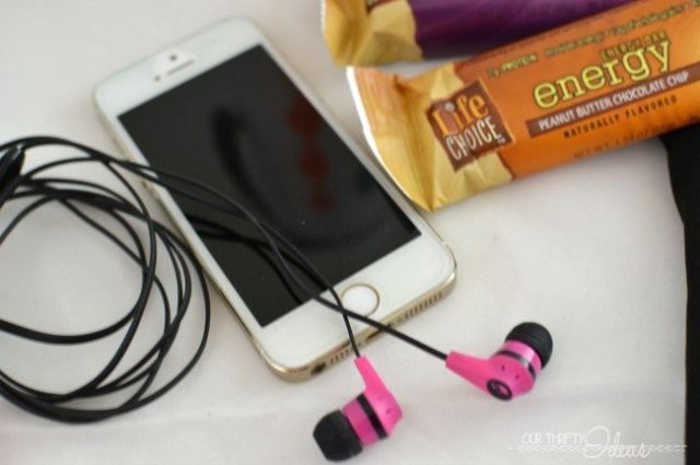 top 5 must have items for the gym, skullcandy ear buds
