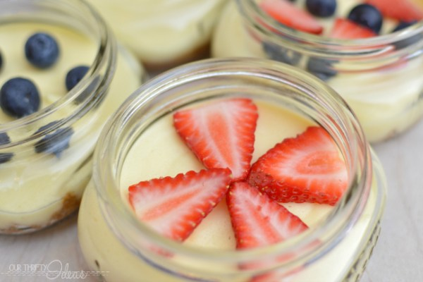 PATRIOTIC DESSERT – red & blue cheesecake in a jar