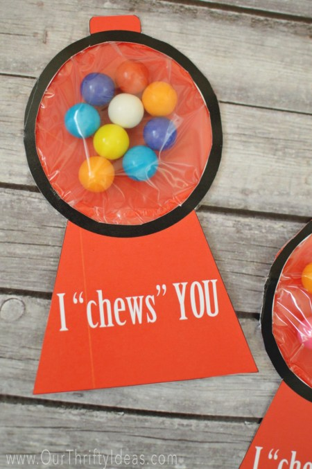 This is the cutest Valentines Day card. a FREE printable card for your kids to hand out to their friends.