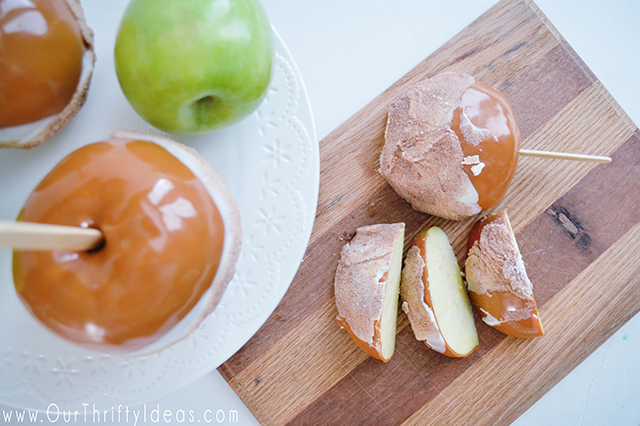 Easy Caramel Apples that you can make and be done with in just 10 minutes.