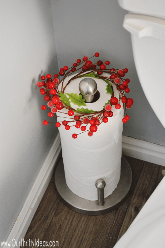 Christmas Bathroom Decor - Fun and simple holiday decor that you can use in the bathroom to create a festive area for guests during Christmas.