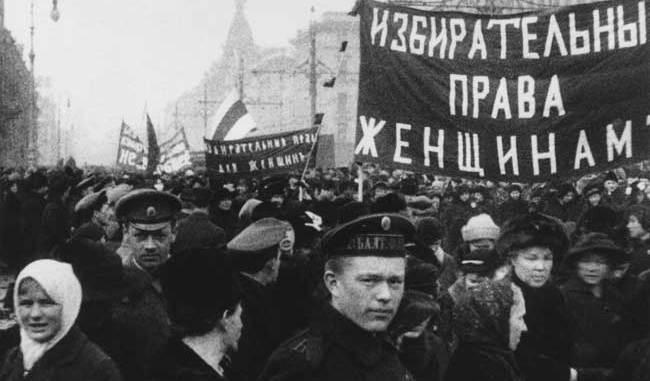 Неизвестный автор Демонстрация женщин г. Петроград. 19 марта 1917 ©Мультимедиа Арт Музей, Москва/Музей «Московский Дом фотографии»