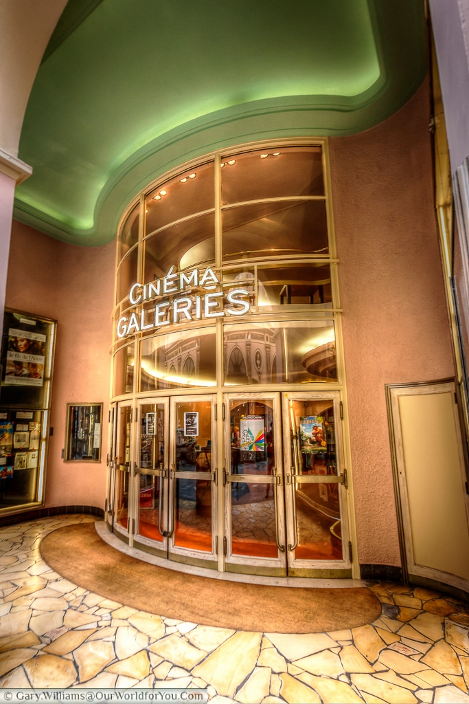 A classically styled cinema in Brussels