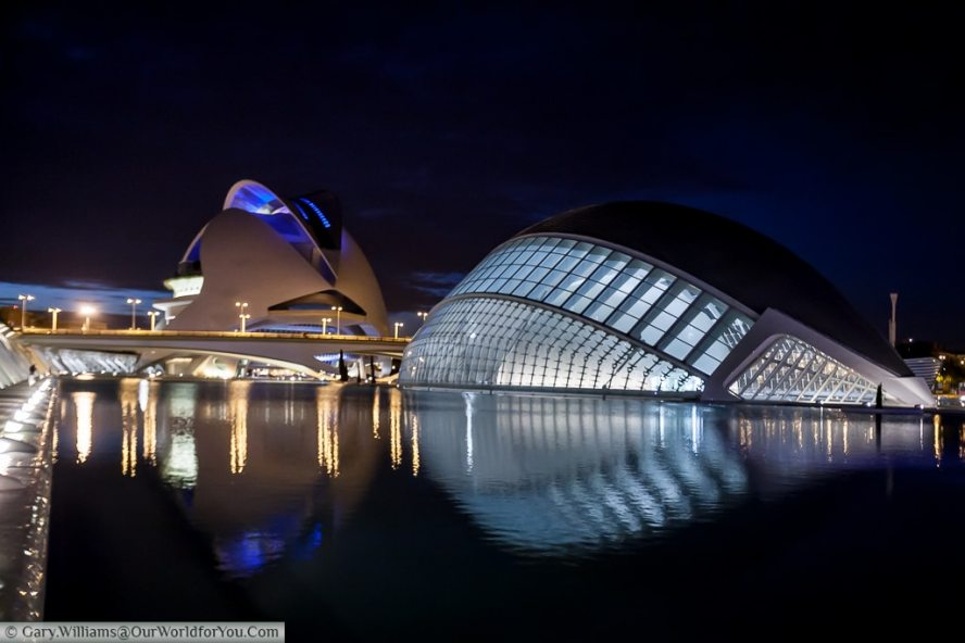 The City of Arts and Sciences at night, Valencia, Space