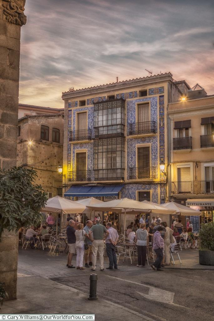 Al fresco dining, Cáceres, Spain