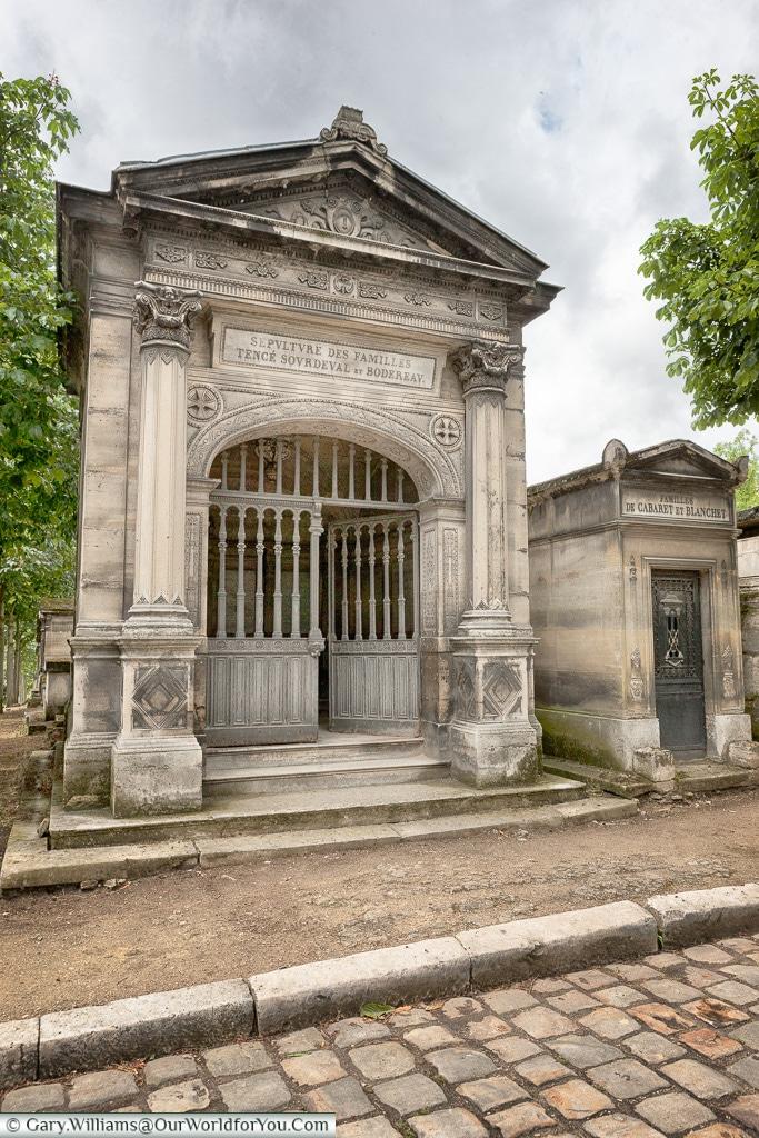 A place for a whole family, Père Lachaise Cemetery, Paris, France