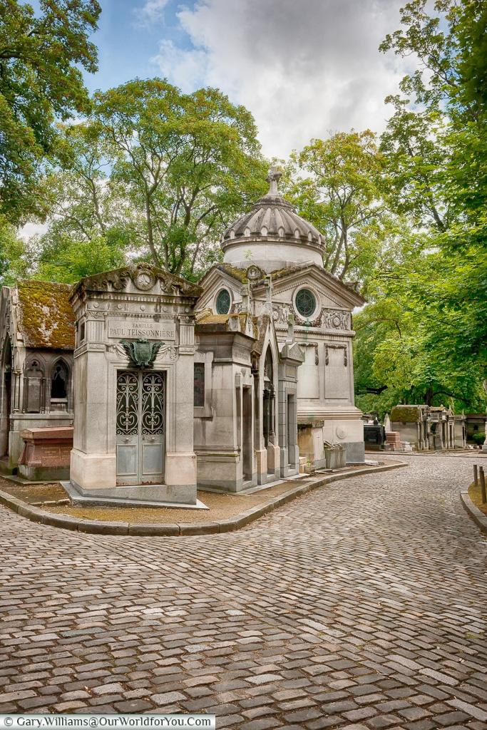 Many paths, Père Lachaise Cemetery, Paris, France