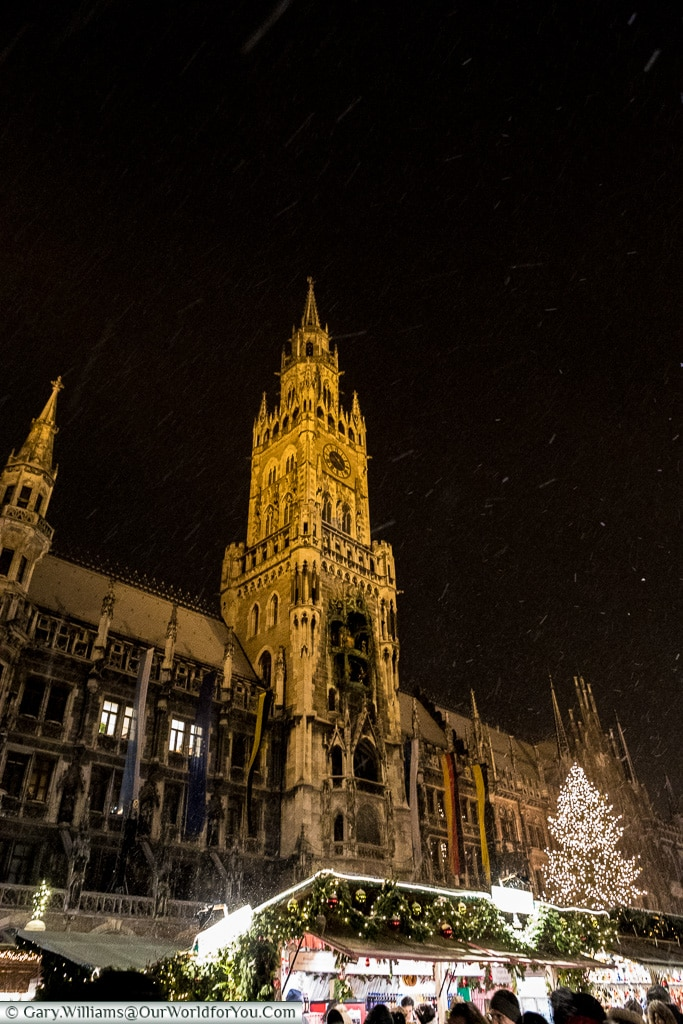 Snowing in front of the Rathaus, Munich, Germany