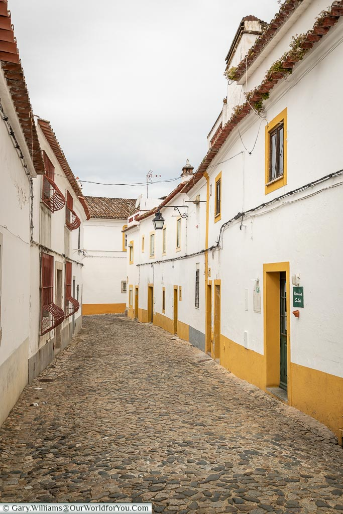The unasuming entrance to São Luís on the right, Évora, Portugal