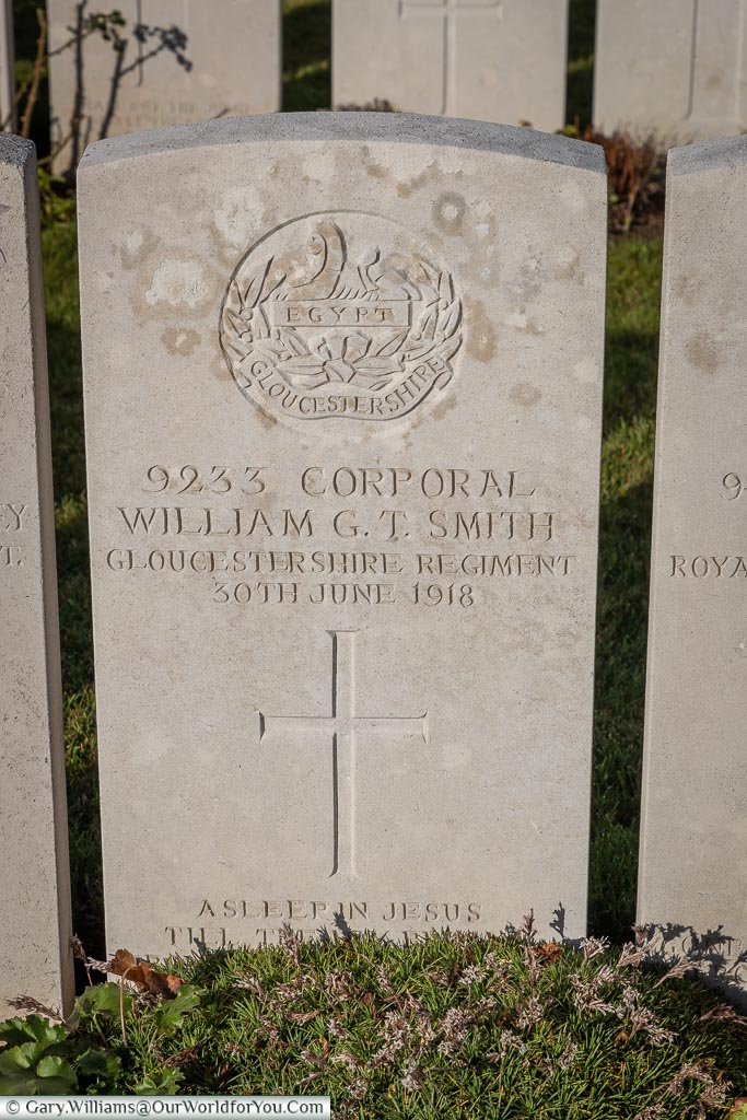 The headstone of Cpl Williams G T Smith , Aire Communal Cemetery, France