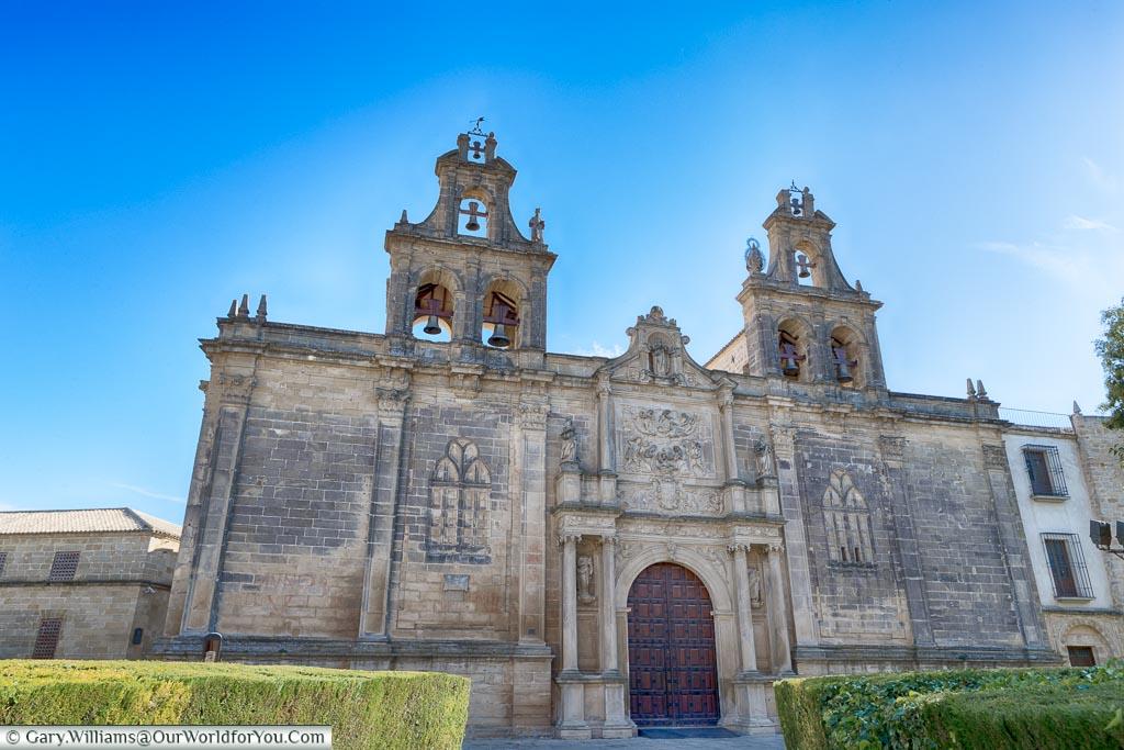 In front of the Basílica de Santa María.