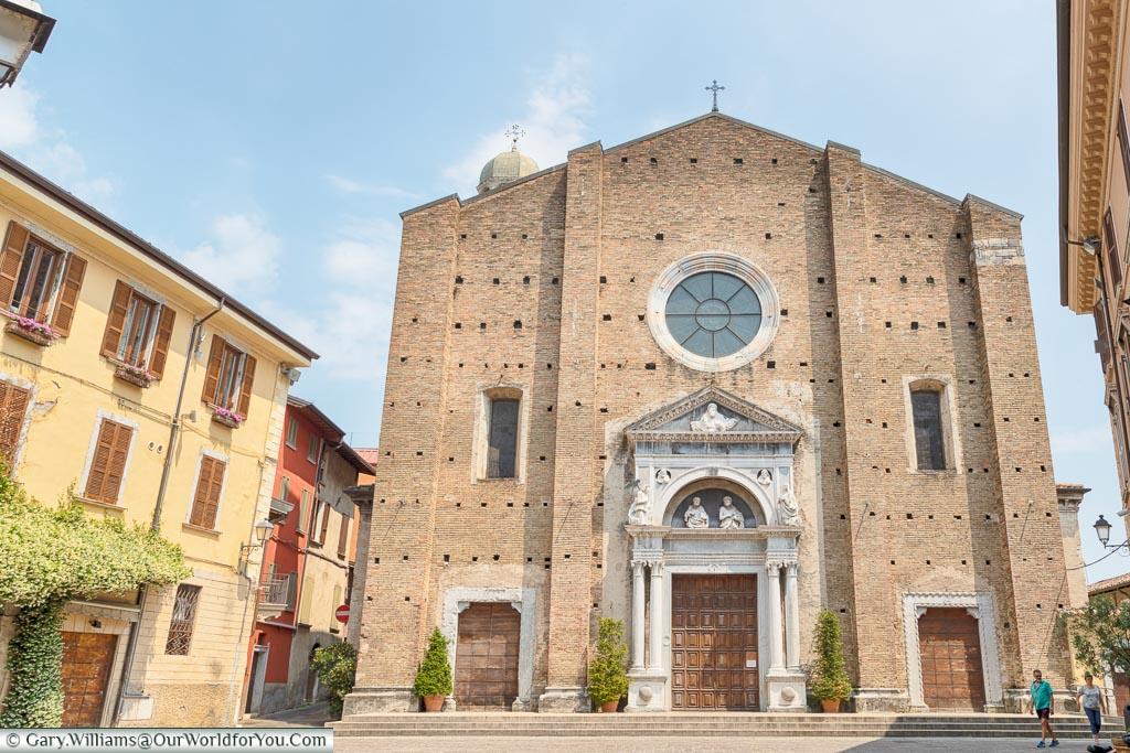 The facade of Salò Duomo.