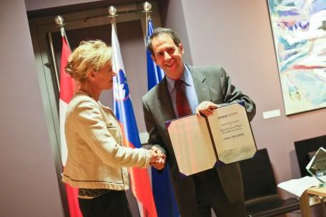 Anka Mulder and Larry Cooperman, OE consortium director