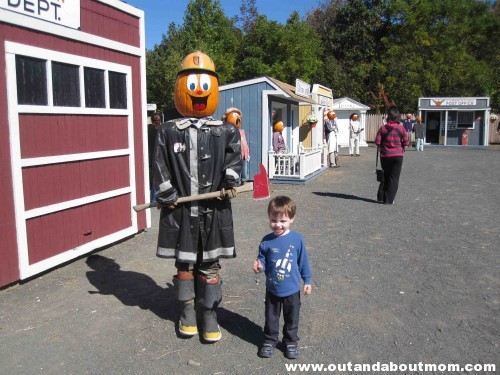 Hanging out with the pumpkin heads at Pumpkintown USA in East Hampton, CT