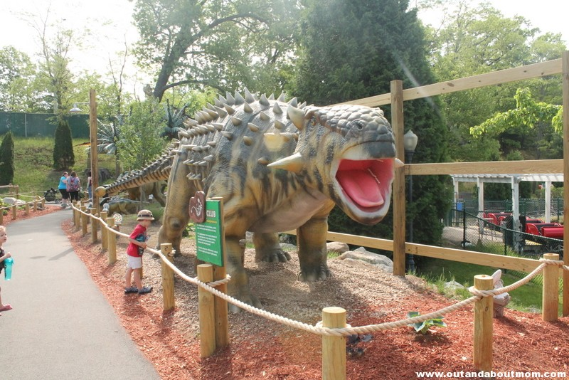 Lake Compounce_#Dinoexpedition_#lakecompounce_out and about mom_things to do with kids in connecticut (12)