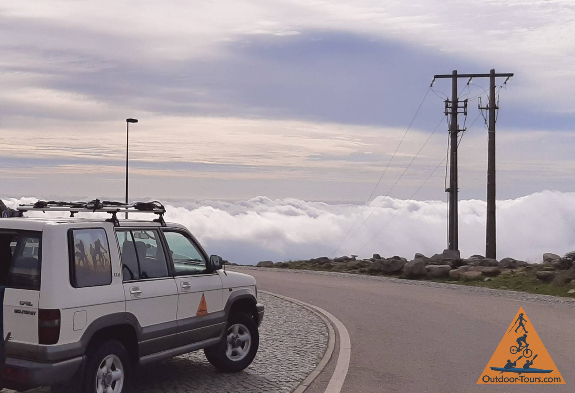 4wd-on-foia-above-clouds