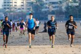 Scott Jurek running with enthusiasts in Mumbai