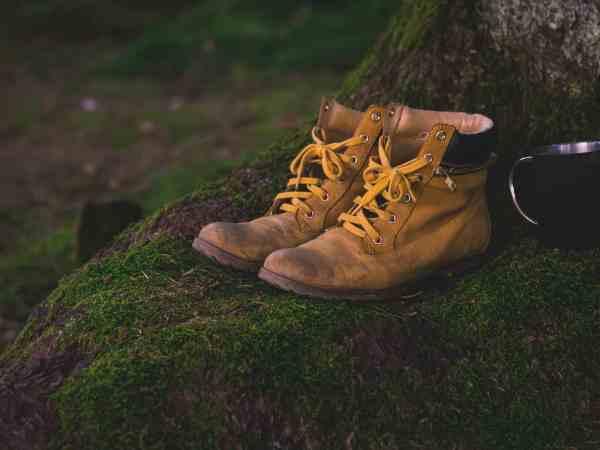 Es ist wichtig, dass du auf jeden Fall die passende Größe für die wählst da du die Schuhe, bis du einmal los gegangen, nicht mehr so schnell wechseln kannst. Somit könnte der Wanderausflug sehr schmerzhaft für deine Füße werden. Quelle: Pixabay.com
