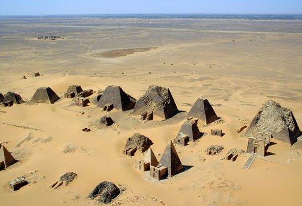 1474885138-9063-at-Nubian-pyramids-MeroC3AB