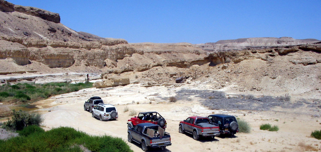 An all too common view of off roading in the Israeli desert