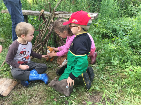 Woodland activity session for families with SEN children