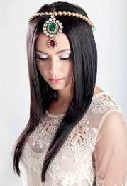 cute hairstyles with maang tikka maatha