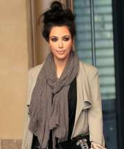 cute outfits with top bun hairstyle