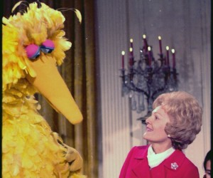 lossy-page1-525px-Mrs._Nixon_meeting_with_Big_Bird_from_Sesame_Street_in_the_White_House._-_NARA_-_194339