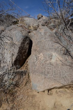 Petroglyphys at Hole-in-the-wall campground - Mojave Desert National Preserve
