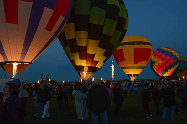 Fantastic display of burners across the field with and without balloons