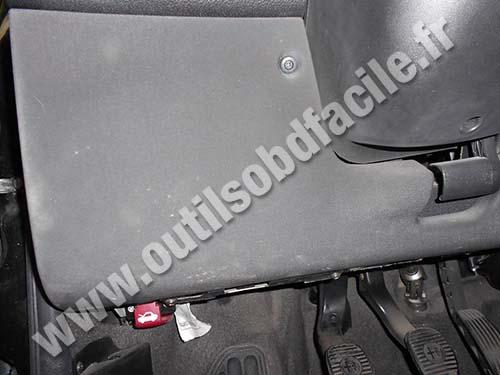 For 2000 Saturn Fuse Box Obd2 Connector Location In Alfa Romeo 147 2000 2004