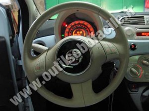 OBD2 connector location in Fiat 500 (2007  )  Outils