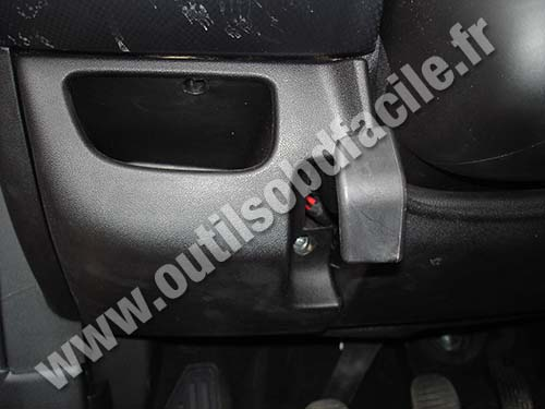 Fuse Box Obd2 Connector Location In Fiat Bravo 2 2007 2014