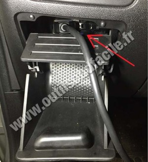 OBD2 connector location in Fiat Punto Evo (2009  2012)  Outils OBD Facile