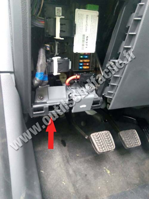 2008 Land Rover Range Rover Fuse Box Obd2 Connector Location In Ford Ranger T6 2011
