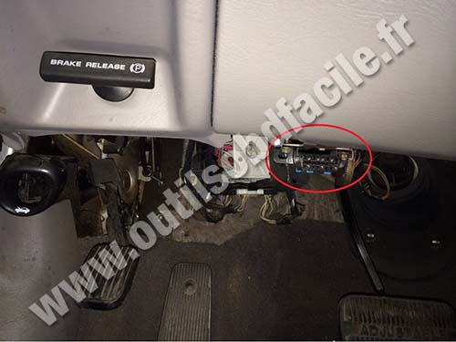 03 ford expedition fuse diagram mitsubishi mirage 1998 stereo wiring obd2 connector location in taurus (2000 - 2007) outils obd facile